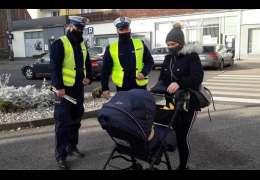 Policjanci znów promują odblaski